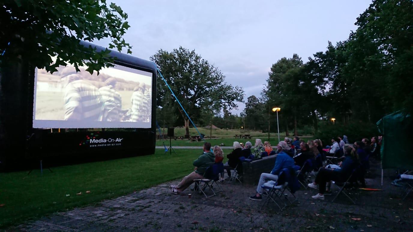 Geslaagde openluchtfilm Filmhuis Emmen in Rensenpark